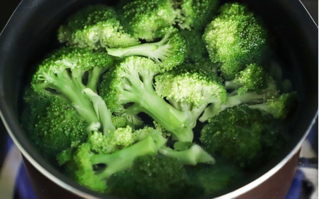 Stir Fried Broccoli with Lemon & Cashews